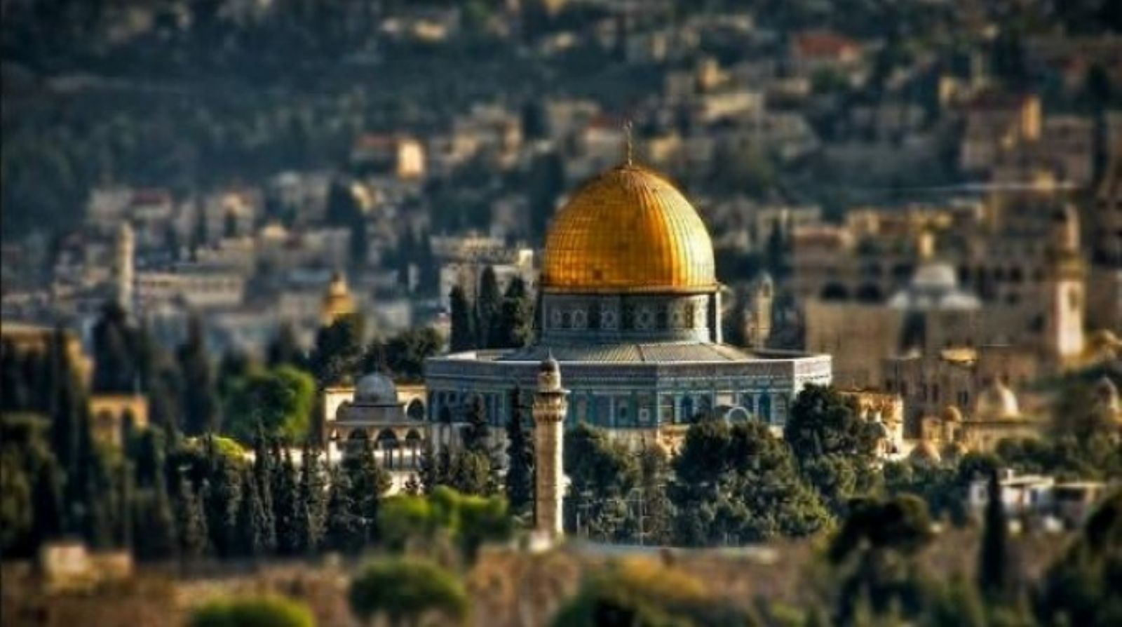 Closing bank accounts.. Israel's new policy to displace Jerusalemites