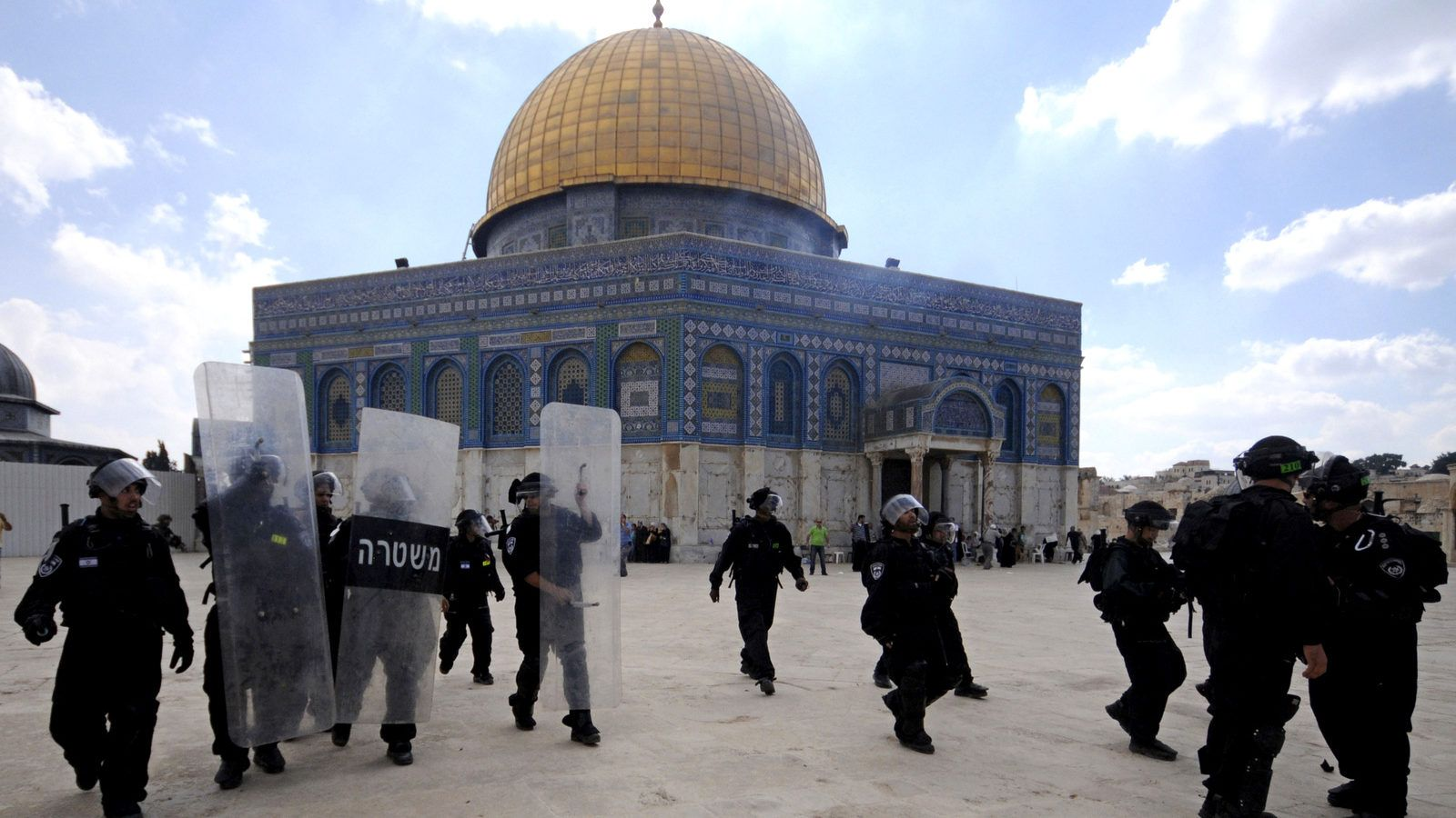 Tens of thousands of Jewish settlers raided Al-Aqsa Mosque last year
