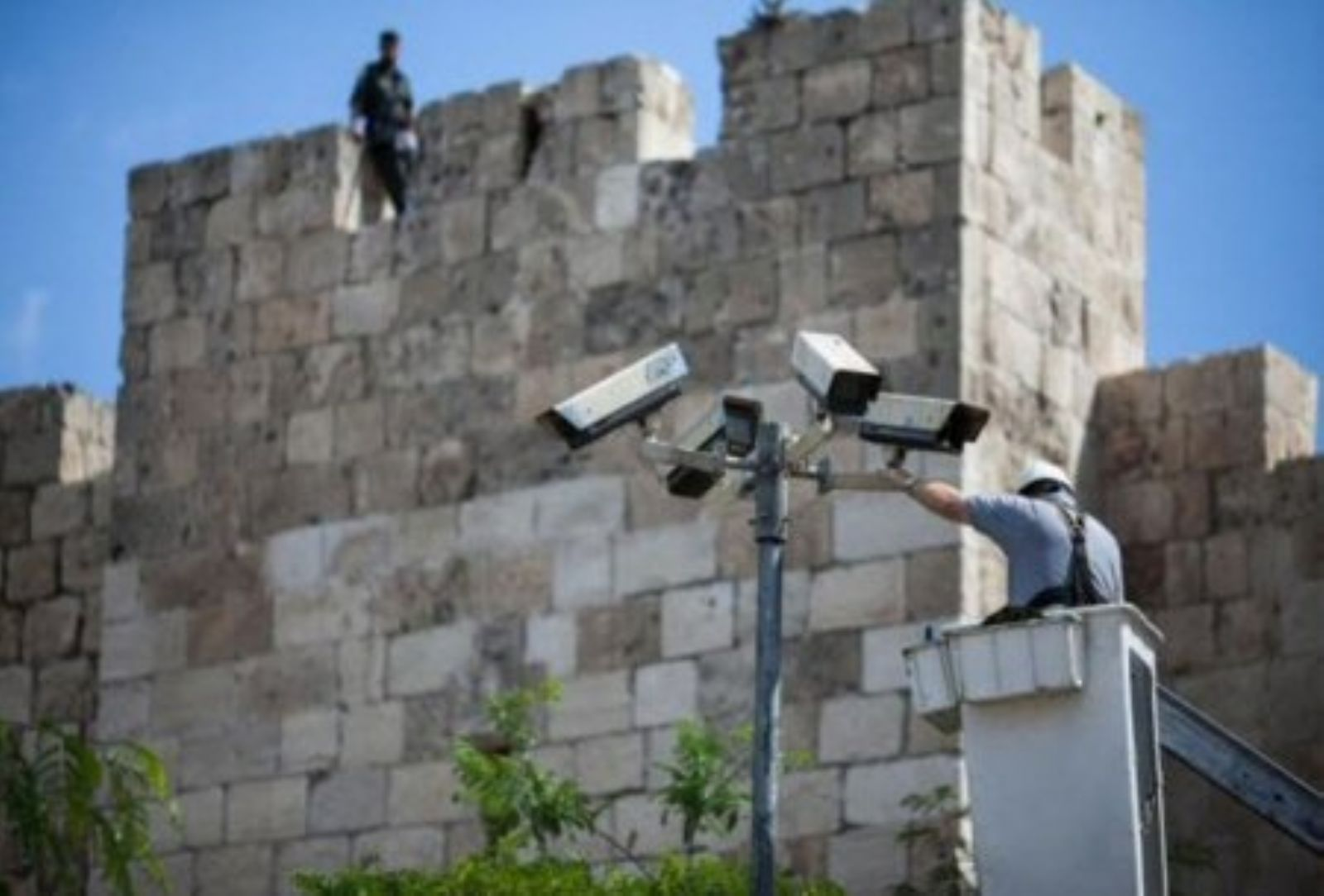 Cameras to monitor Palestinians installed at Al-Aqsa Mosque